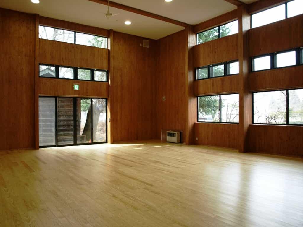 松本市高宮児童センター遊戯室