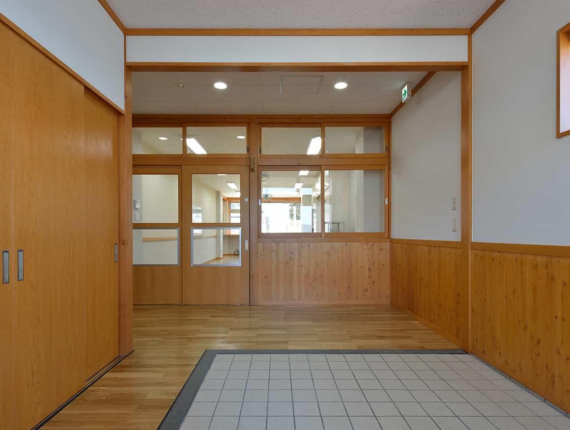 松本市堀米保育園玄関
