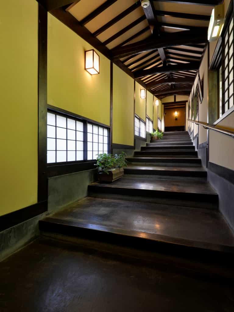 白骨温泉小梨の湯笹屋渡り廊下