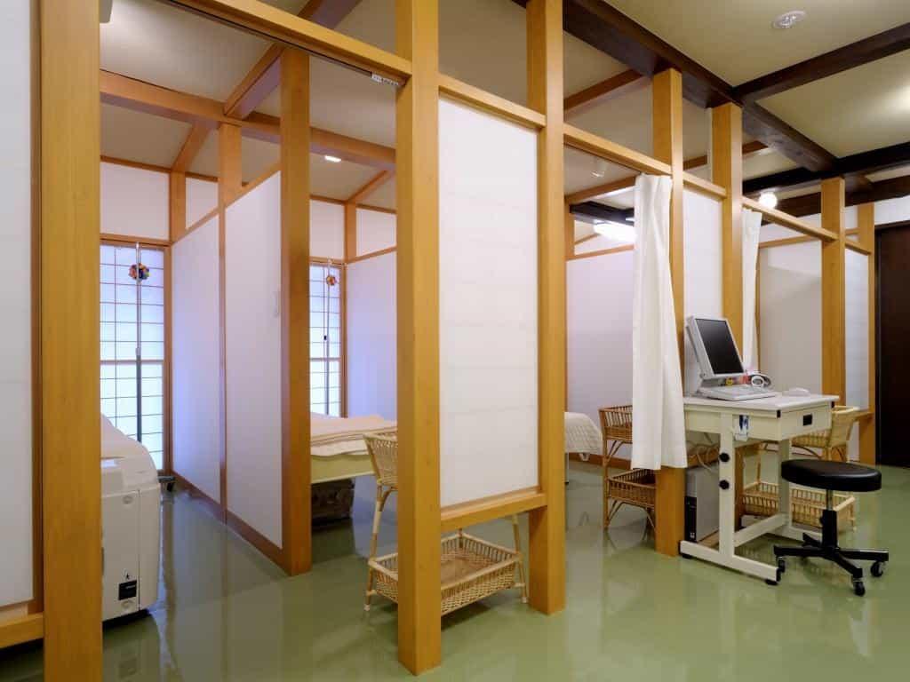 新潟県関川村佐藤医院診察室1
