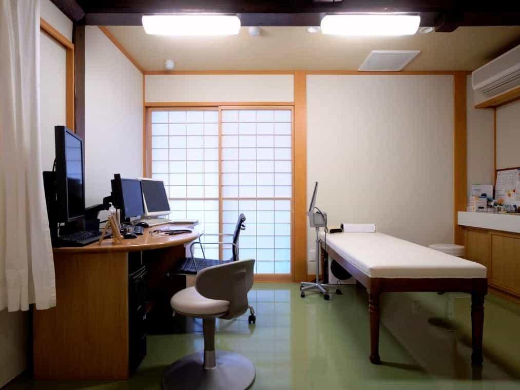 新潟県関川村佐藤医院診察室2